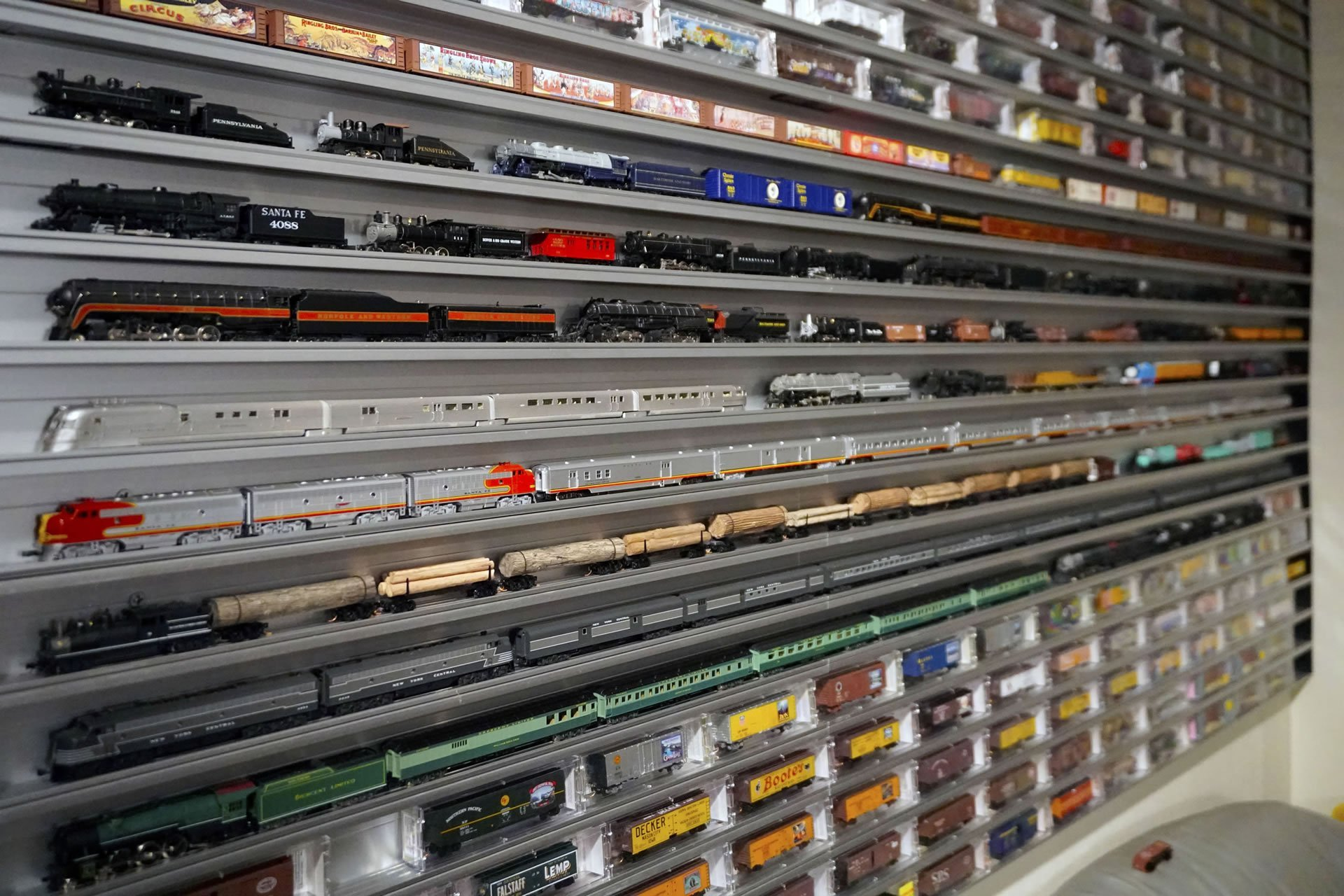 N Scale Train Display Case